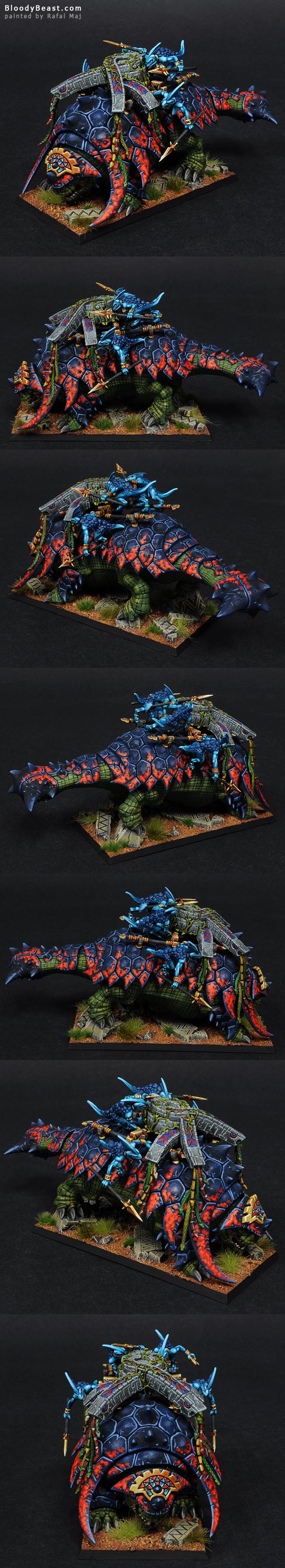 Lizardmen Bastiladon with Ark of Sotek painted by Rafal Maj (BloodyBeast.com)