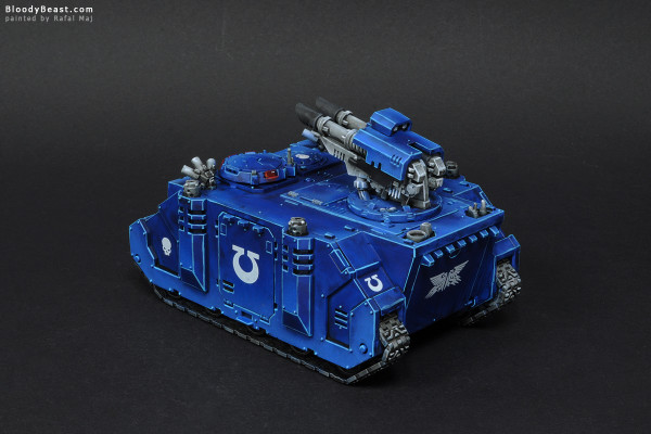 Space Marines Ultramarines Razorback painted by Rafal Maj (BloodyBeast.com)